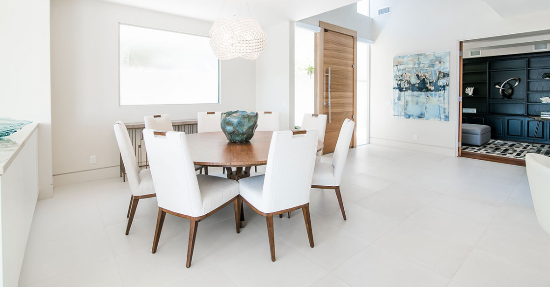 Dining room with airy colors